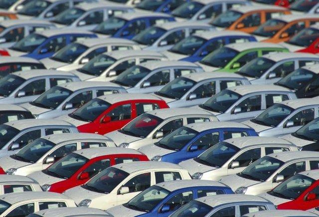 جزییاتی از تخلف در ورود بیش از ۱۰۰ هزار خودرو به کشور